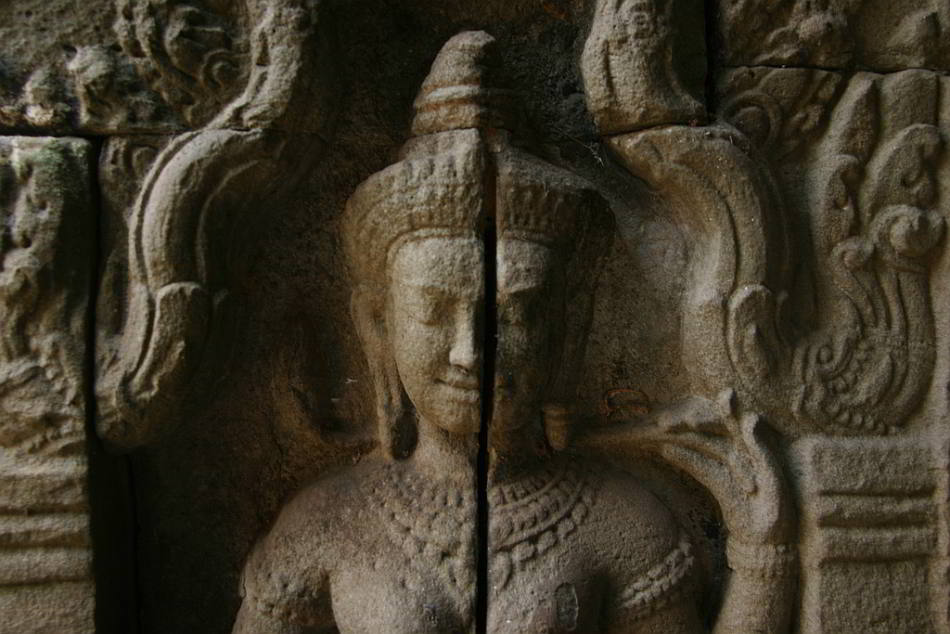 A Cracked Deity at Ta Prohm - by Beggs