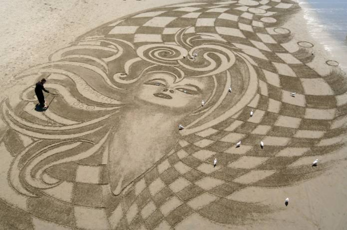 Peter Donnelly Sand Artist - by Martyn from Flickr