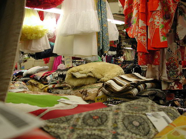 Tokyo Thrift Store - Jeff Kramer - (Flickr)